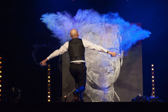 Glue and glitter performance in Strasbourg, France